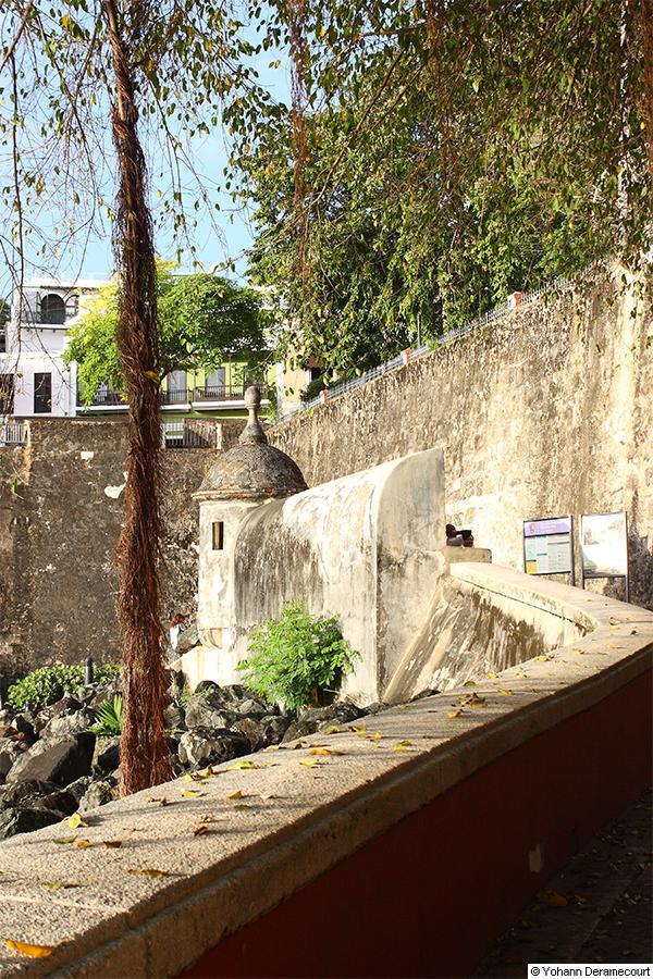 Garita frente a la puerta antigua Del Viejo San Juan
